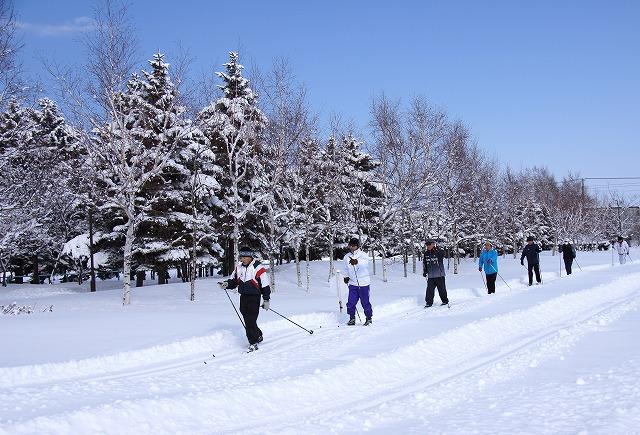 歩くスキー イメージ